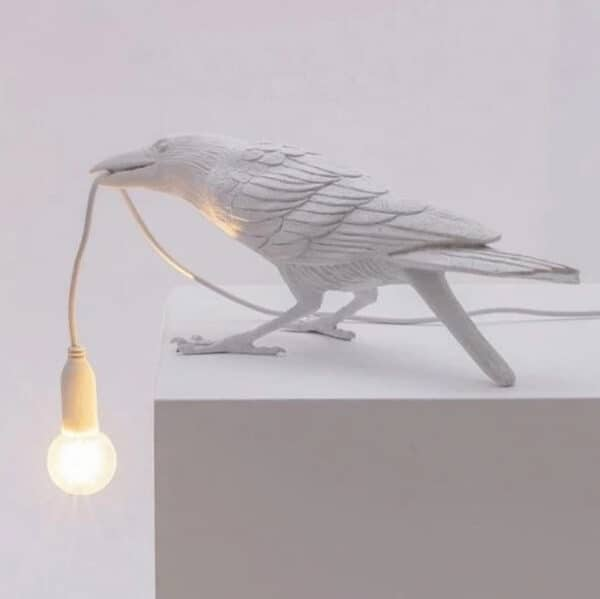 Crow Lamp white D sitting table